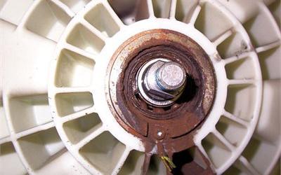 تعویض بلبرینگ _ نمایندگی تعمیر ماشین لباسشویی در تهرانسر _ اگر نیاز به تعمیرکار تعمیرات لباسشویی در تهرانسر دارید تعمیرگاه مرکزی در خدمت شماست
