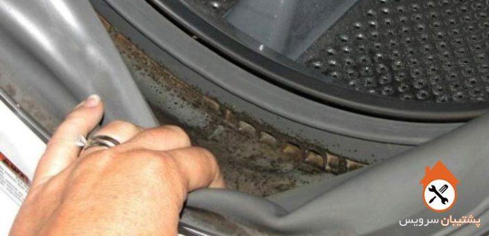 چگونه لکه های سیاه و قهوه ای ، جرم ها و کپک داخل لاستیک درب ماشین لباسشویی را پاک کنیم ؟ طریقه نگهداری ، پاک کردن و جلوگیری از قارچ در واشر درب لباسشویی