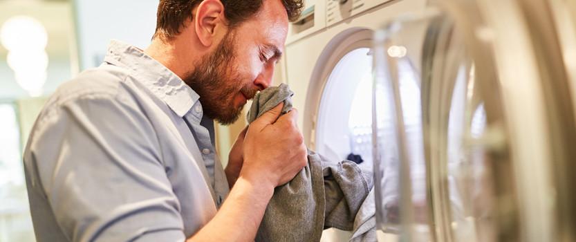از بین بردن بوی دوده از لباس، فرش و پرده و مبل